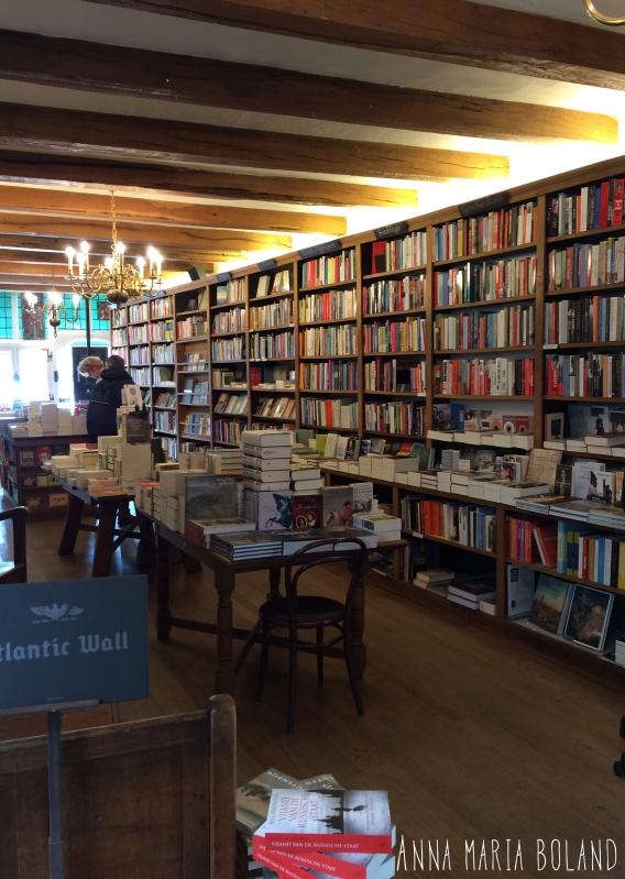 H. de Vries boekhandel in Haarlem