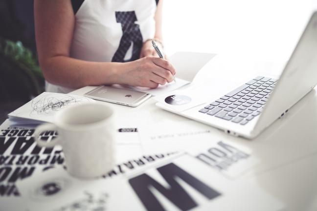kaboompics.com_Office Space_ Woman writing