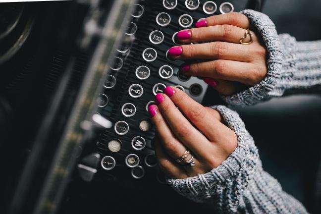 kaboompics.com_Female hands on typewriter keyboard